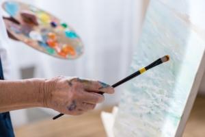 Glücklich und zufrieden im Alter - Malen hilft
