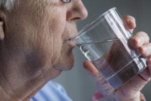 Schluckstörungen treten im Alter vermehrt auf